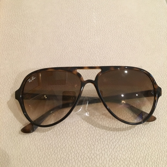 464d71f0d35 Brand NWT Authentic Ray-Ban Cats 5000 Classic NWT